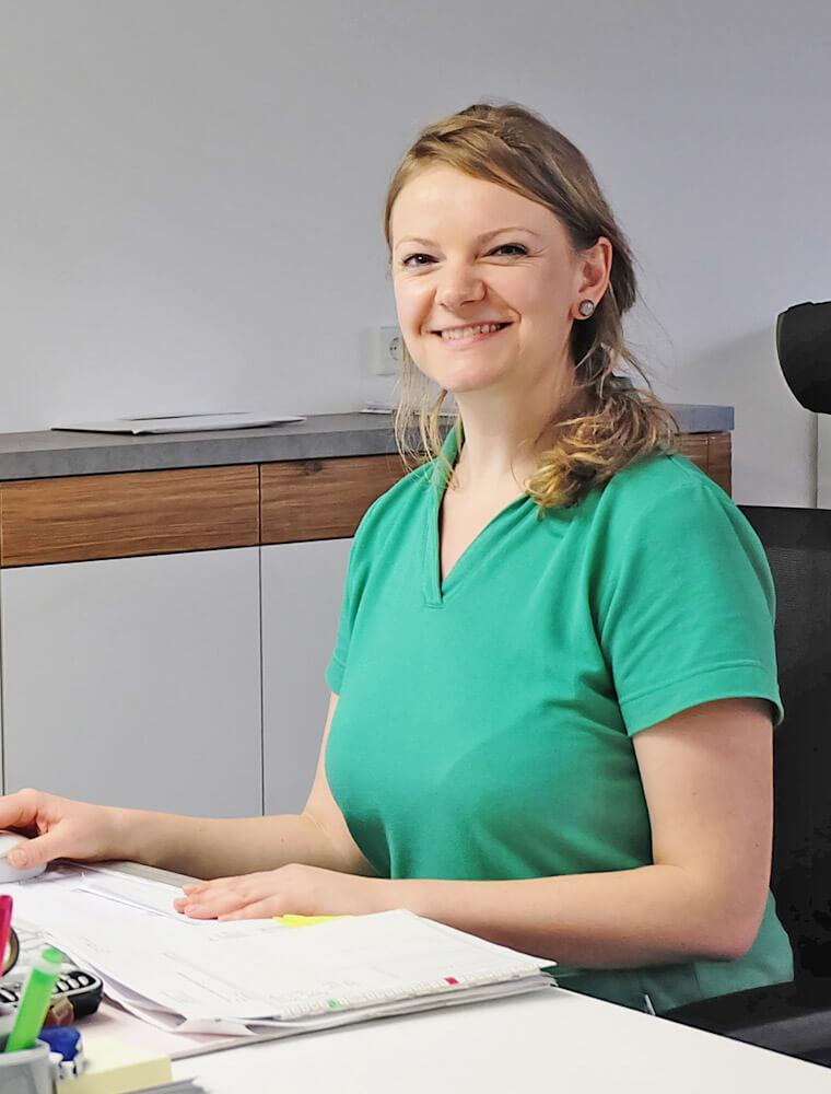 Mitarbeiterin an der Rezeption der Zahnarztpraxis in Rudolstadt